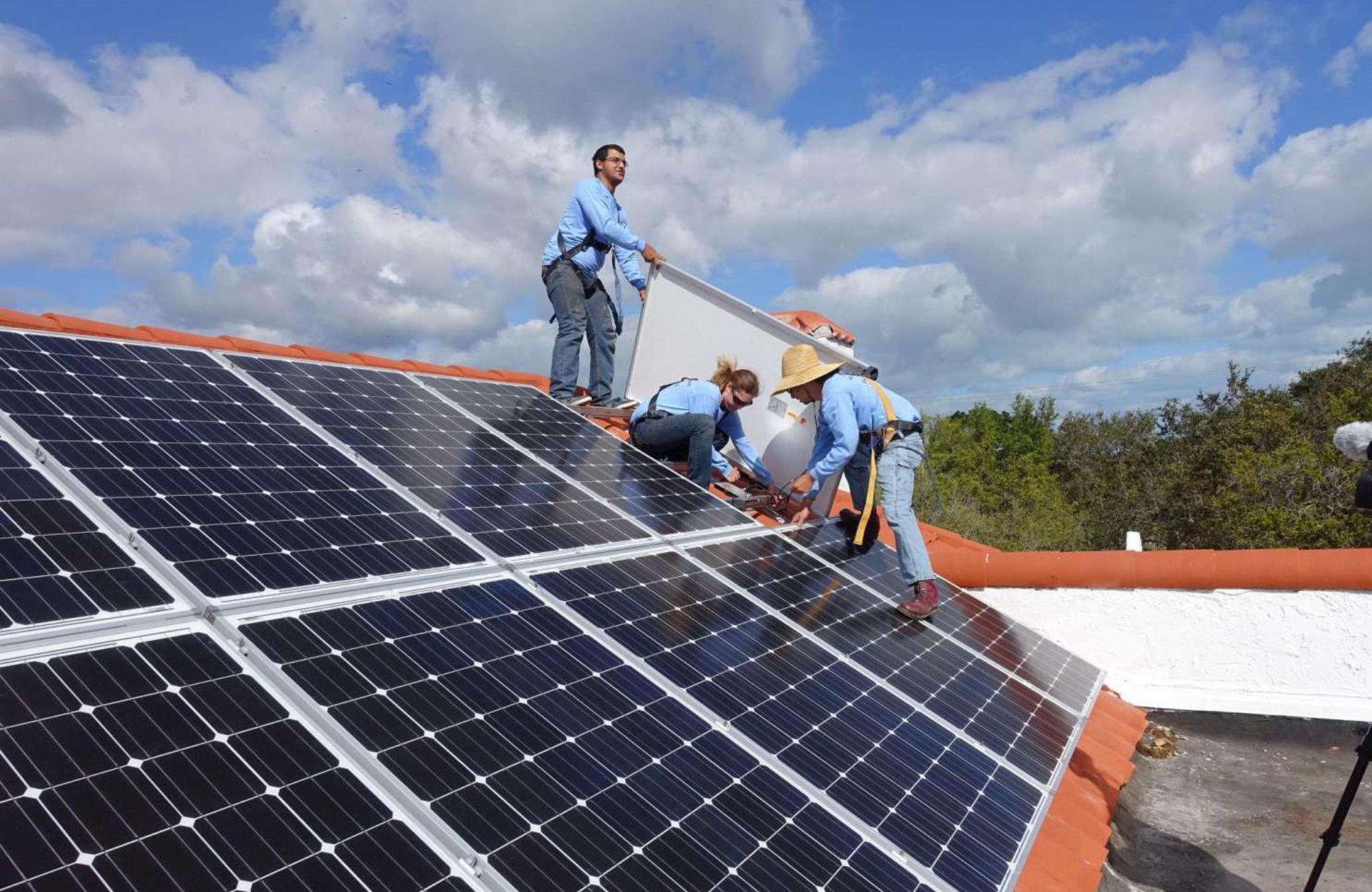 Installation panneaux solaires 90
